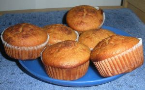 800px-Muffins_with_honey